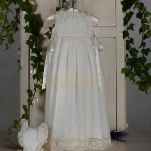 Vestido con faldón para bautizar en Valencia